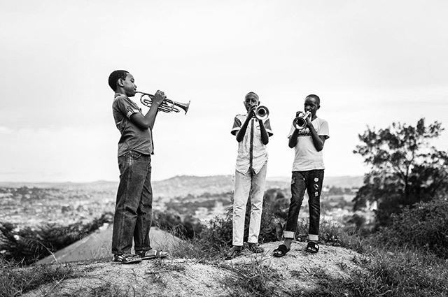 These very talented young men meet at Namirembe Hill in Kampala to play their trumpets. Check my stories for some sounds 🎶 🎺 #kampala #uganda #uganda🇺🇬