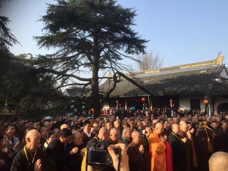 Thousands people from all over the world came to say goodbye to Venerable Ming Xue