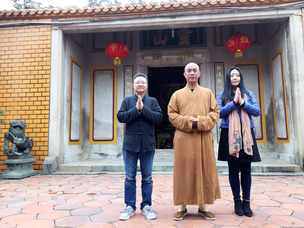 In the middle, Venerable Yáo Yu Shi, the Abbot of Ling Shan Monastery