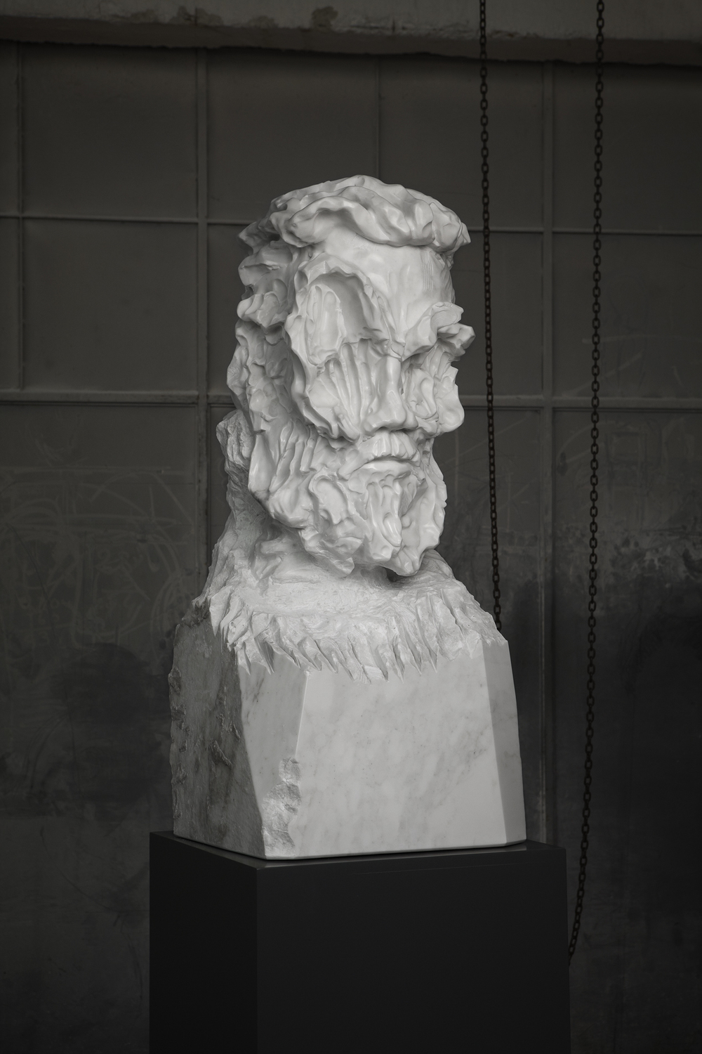 Bearded Man Statuario medium 01 closed lev.jpg