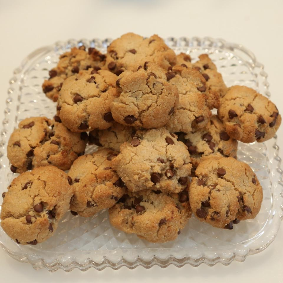 Almond Flour Choco-Chip Cookies