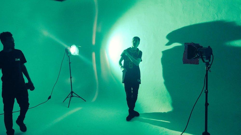 """BTS of Dex shooting scenes for """"Moods"""" video"""