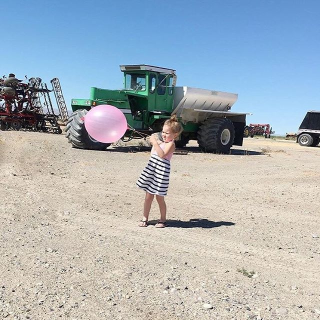 Throwback to a picture that captures Kaye perfectly : A little girly / a little farmy / a lot fun. #farmgals3 . . . . . . #mommybloggers #mommylife #parentingblogger #momitforward #childhoodunplugged #tractors #tractorsupply #johndeeregreen #johndeeretractor #motherhoodunplugged #letthembelittle #mommyproblems #momswithcameras #motherhoodrising #candidchildhood #dailyparenting #boise #boiseidaho #idahome#igmotherhood #idahofarm #mamaswithstyle #letthembekids #farmkids #farmliving #farmfamily  #farmyard #farmwife