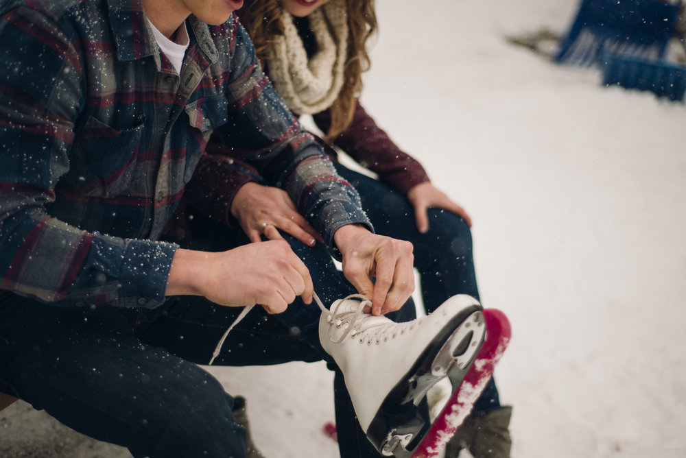 Winter Skating Engagement (1 of 30).jpg