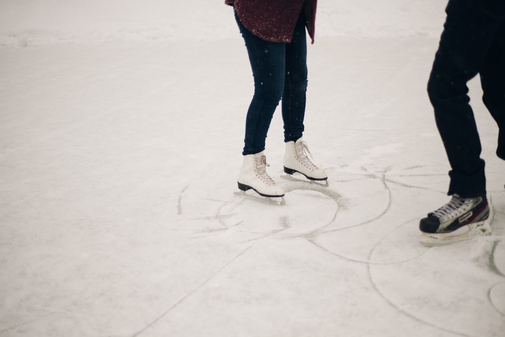 Winter Skating Engagement (4 of 30).jpg