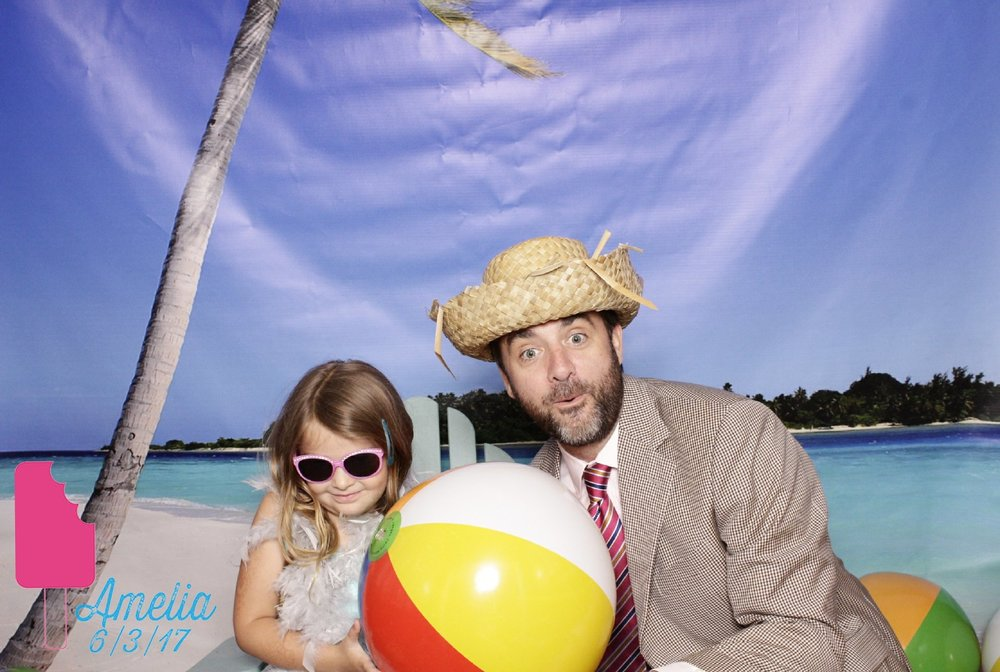 father_and_daughter_beach_photo_booth