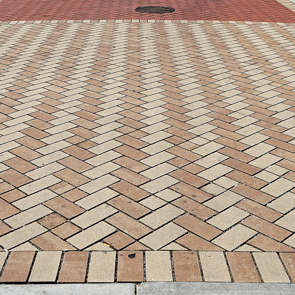DSC01949_Roanoke_modern sidewalk_brick_square.jpg