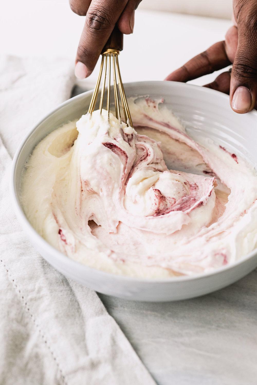AmandaMack.brownedbutterstrawberrycake.frosting2