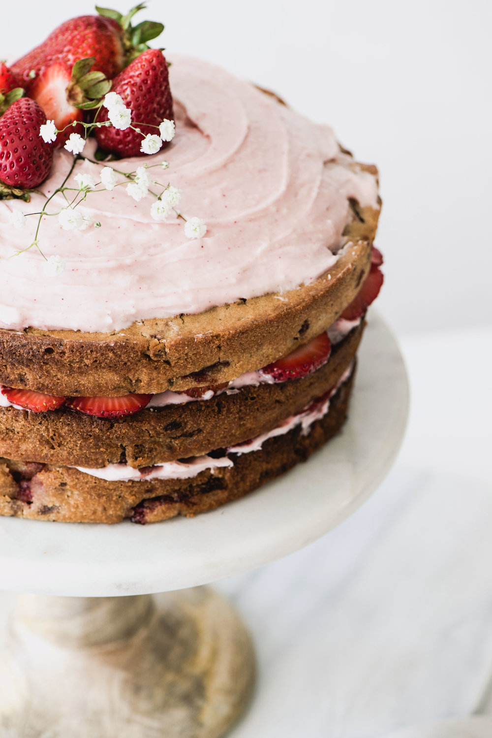 AmandaMack.brownedbutterstrawberrycake.close