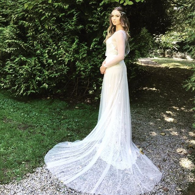 Shoot time with the team from Melbourne Wedding and Bride Magazine. Gorgeous Alicia wearing our Gatsby gown and accessorised by stunning headpiece by @kallure_jewellery  Gatsby stocked at @perfectdaybridal in Sydney and  @white.bird.bridal.melbourne  #bridal #bridetobe #realbride #weddingday #fashionmodels #fashionphotography #weddingmagazine