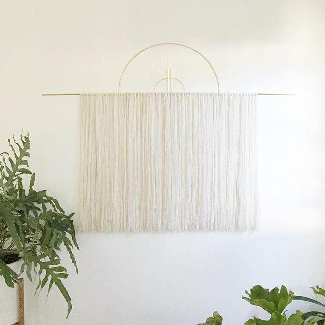 Oversized wall hanging in white and a subtle touch of natural/lightest taupe. 🍂🍂 Also, in case you missed it, I'm doing an amazing giveaway and today is the last day to enter! Check my last post for details 😘💕