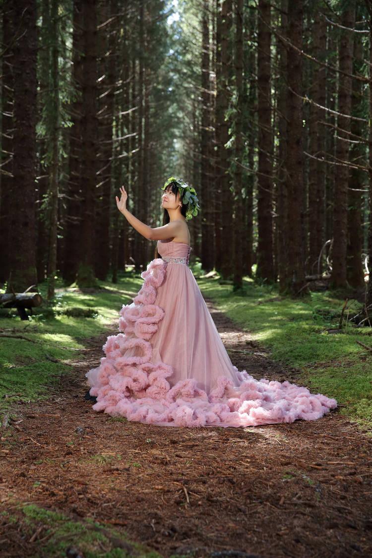 PinkDressWoods013.jpg