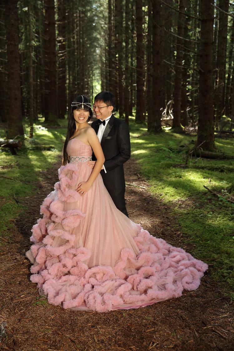 PinkDressWoods039.jpg