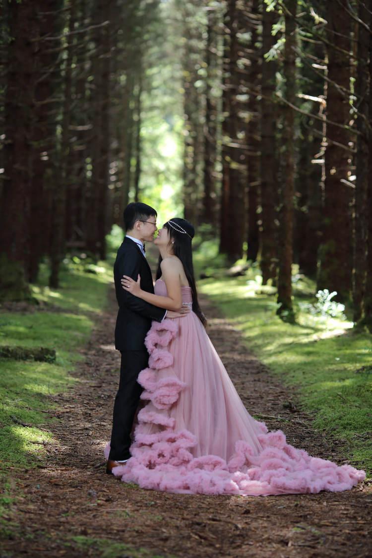 PinkDressWoods063.jpg