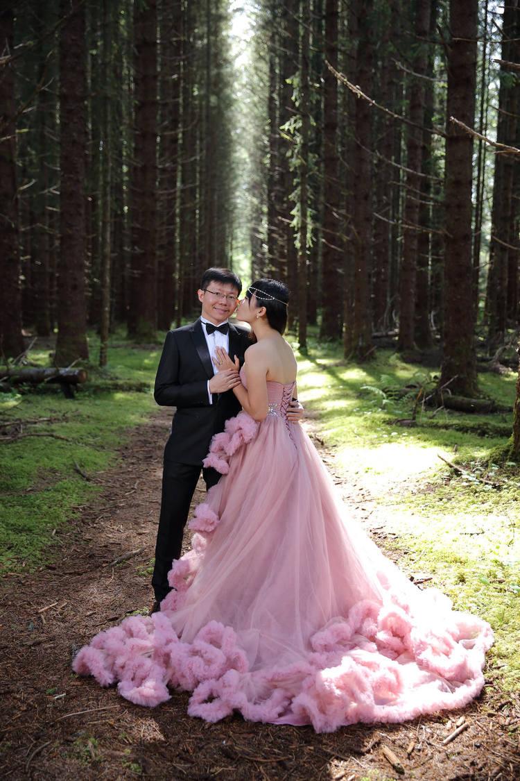 PinkDressWoods097.jpg