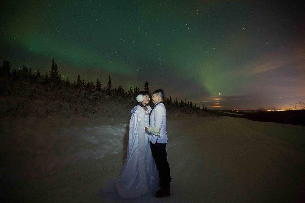 Bride+and+Groom+under+Northern+Lights+Fairbanks+Alaska+01.jpg