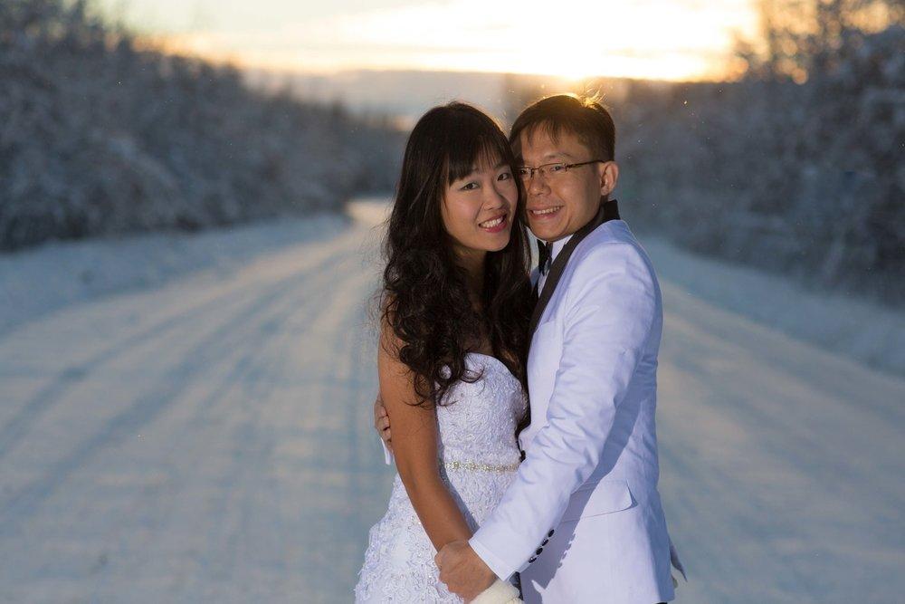 Bride+and+Groom+under+Northern+Lights+Fairbanks+Alaska+03.jpg