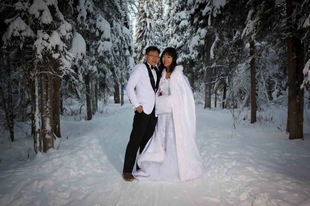 Bride+and+Groom+under+Northern+Lights+Fairbanks+Alaska+06.jpg