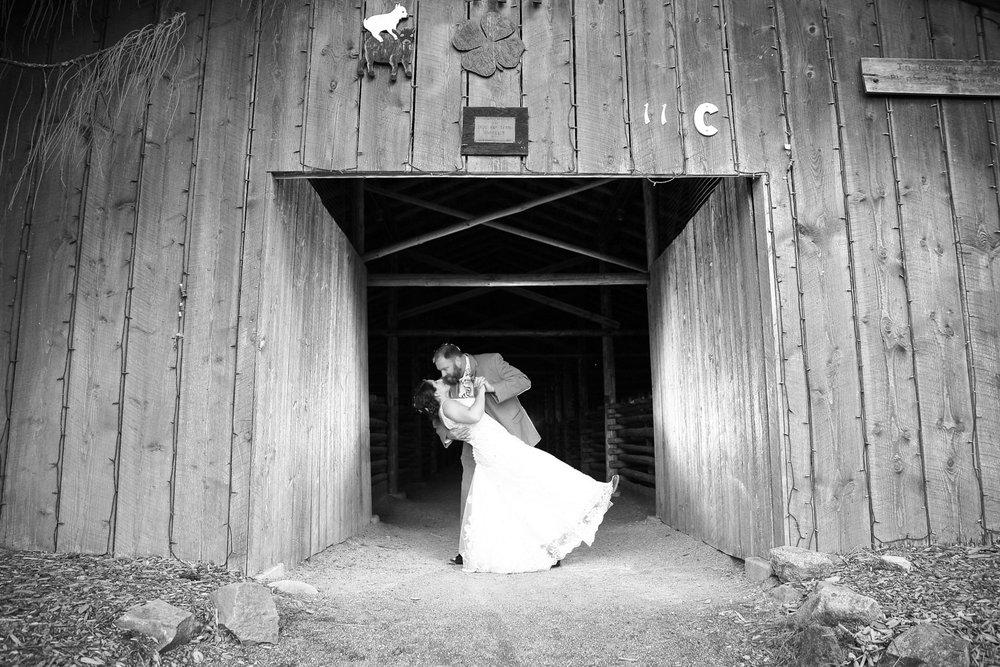 Wedding+Frontier+Lodge+Graham+Washington+03.jpg