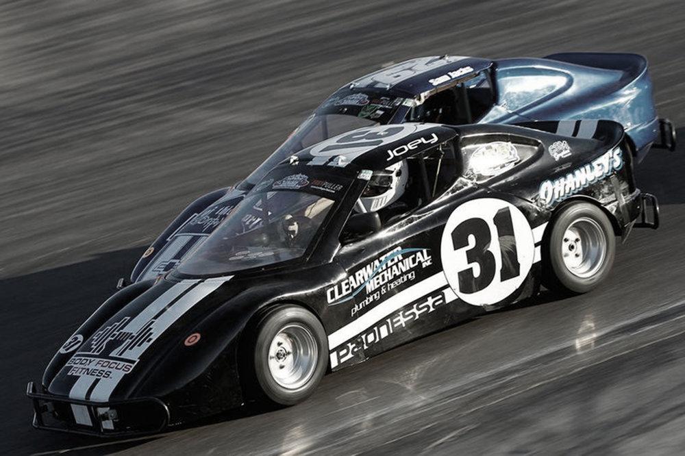 36-af-de-små-sjove-biler-fra-OK-Mobil-1-Legend-Car-Cuppen.jpg