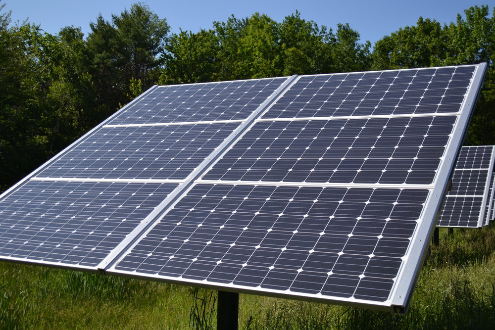Fixed_Tilt_Solar_panel_at_Canterbury_Municipal_Building_Canterbury_New_Hampshire.jpg