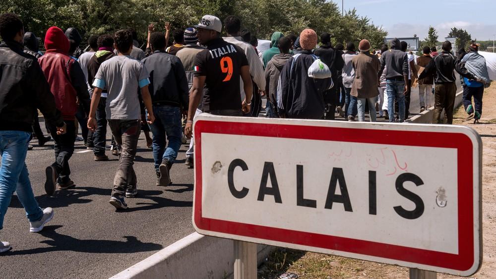 calais_sign_g_w-None.jpg