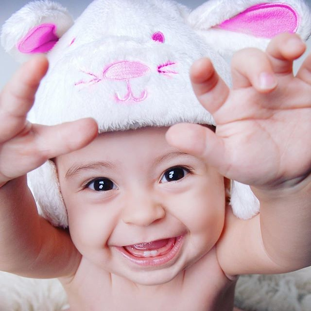 #alexdavidstudio #photography #professionalphotographer #baby #hat #funny #love #children #childrenphotography #smile #eyes #hand #teeth #bunny