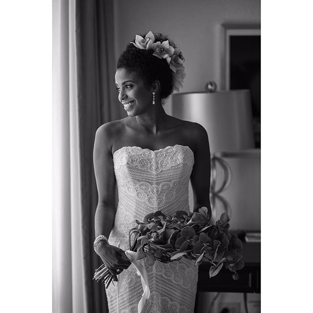 #bride #alexdavidstudio #wedding #boda #puertorico #ritzcarlton #beautiful #flowers #dress #hotel #smile