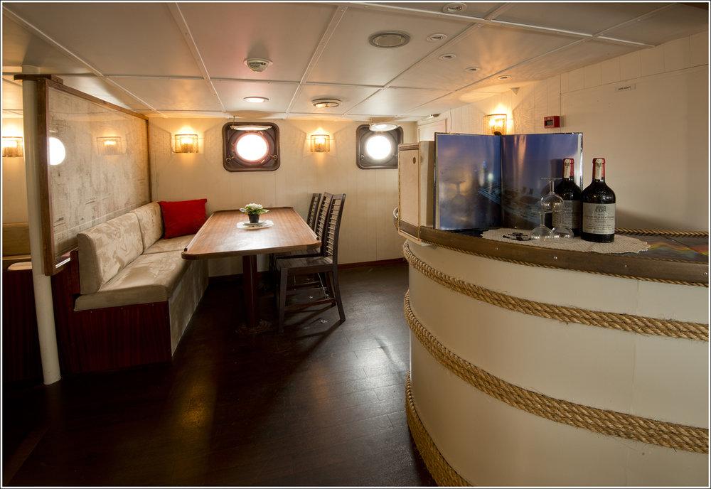Interior - Bar:Dining:Lounge.jpg