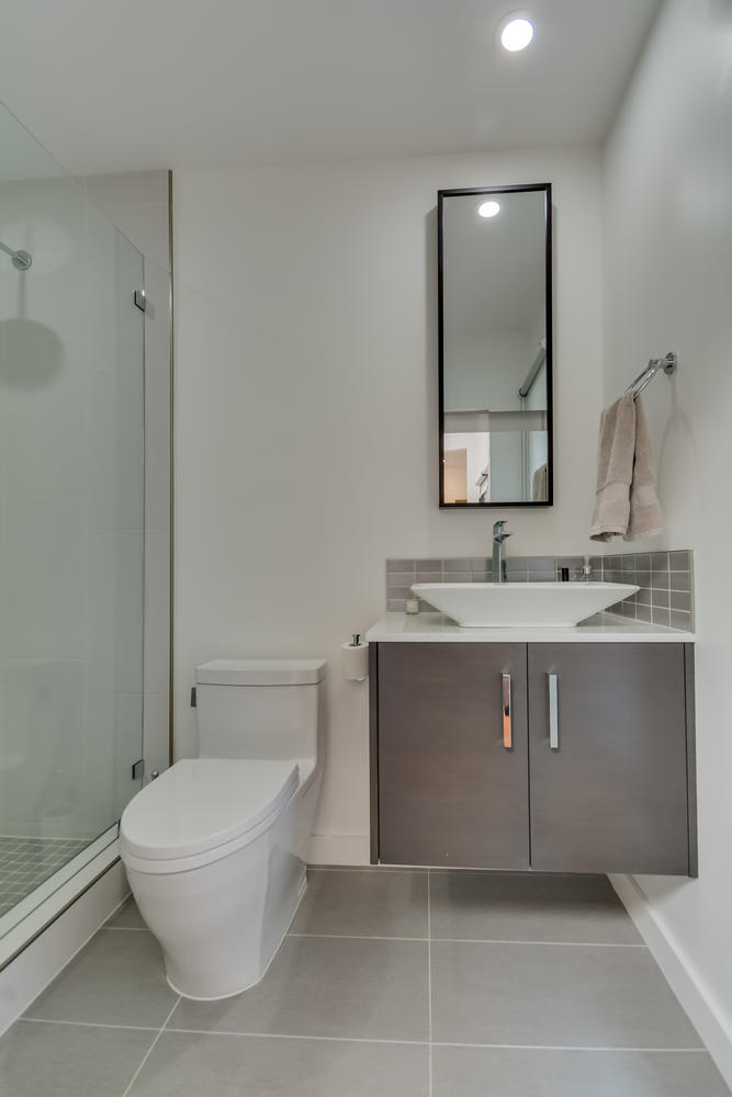 3100 Castle Heights Ave Los-large-021-2-Bathroom-667x1000-72dpi.jpg
