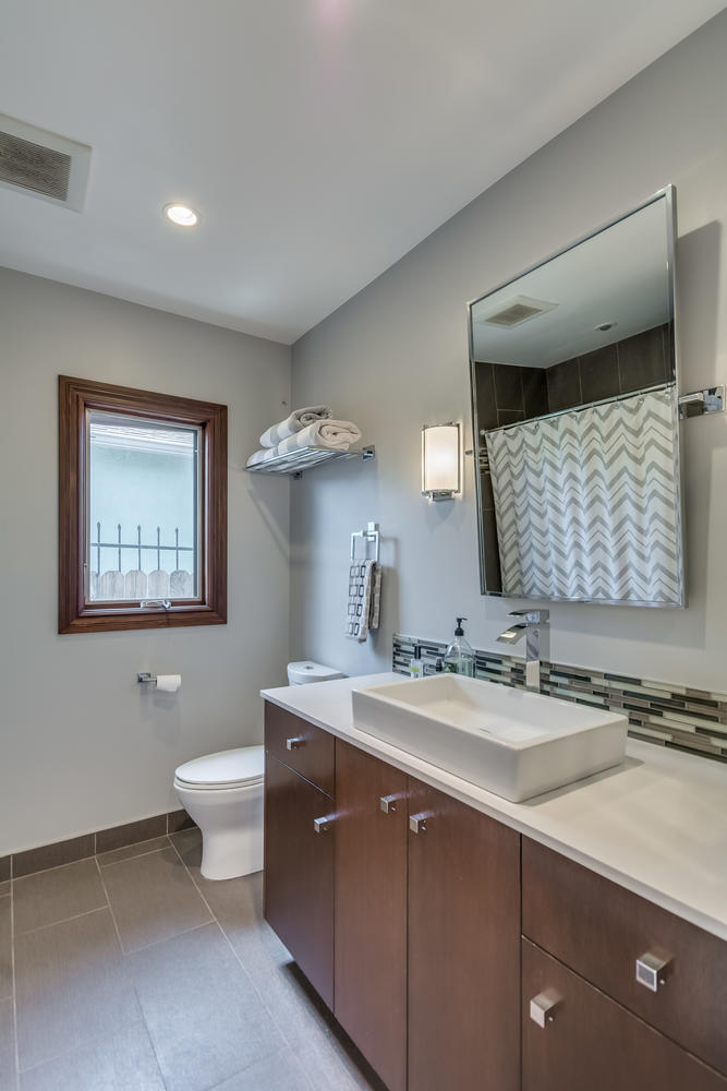 3100 Castle Heights Ave Los-large-027-3-Bathroom-667x1000-72dpi.jpg