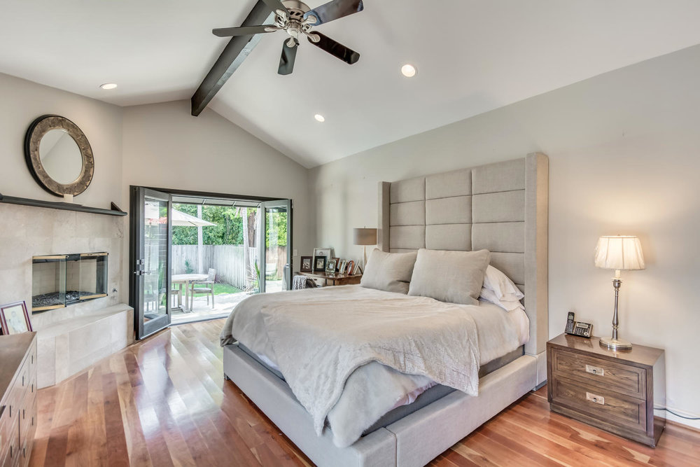 3100 Castle Heights Ave Los-large-030-40-Master Bedroom-1500x1000-72dpi.jpg