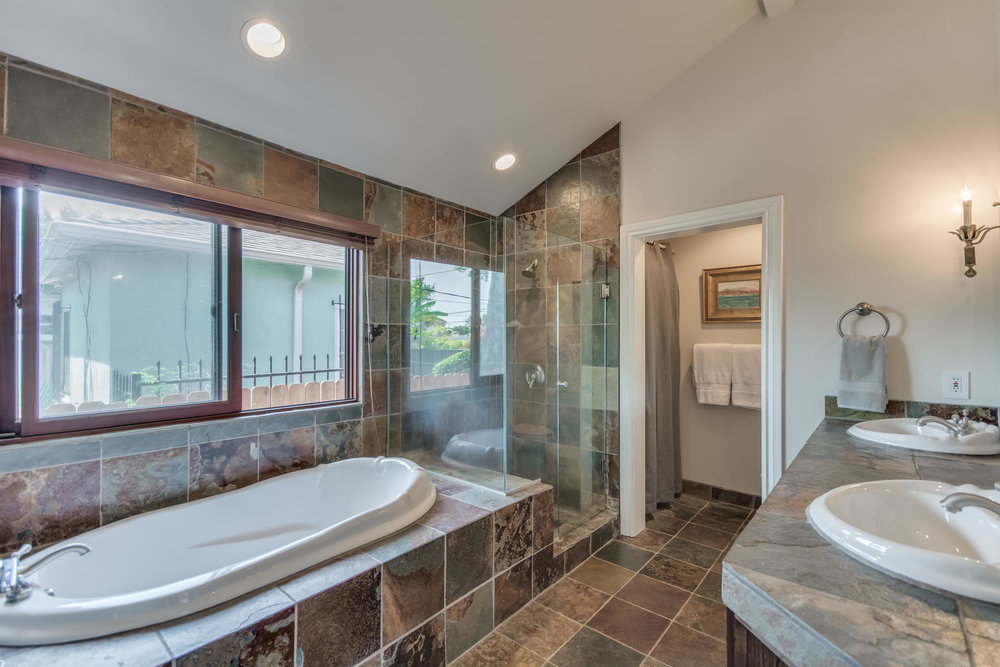 3100 Castle Heights Ave Los-large-034-25-Master Bath-1500x1000-72dpi.jpg