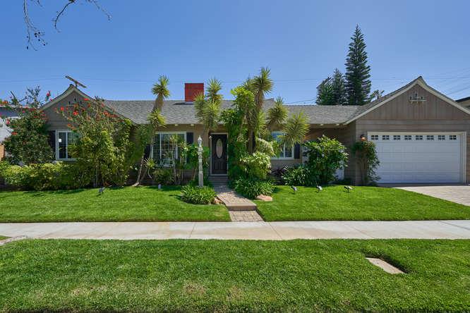 3266 Provon Ln Los Angeles CA-small-001-4-01-666x445-72dpi.jpg