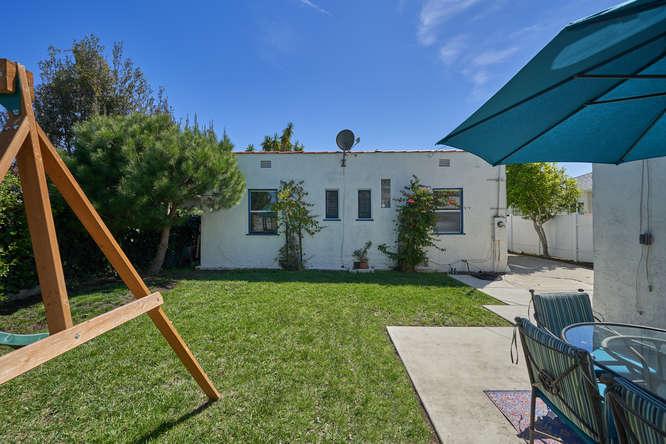 3027 Oakhurst Ave Los Angeles-small-034-18-34-666x445-72dpi.jpg