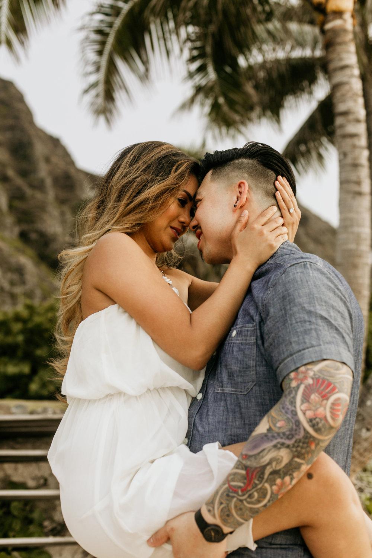Oahu hawaii engagement photos .jpg