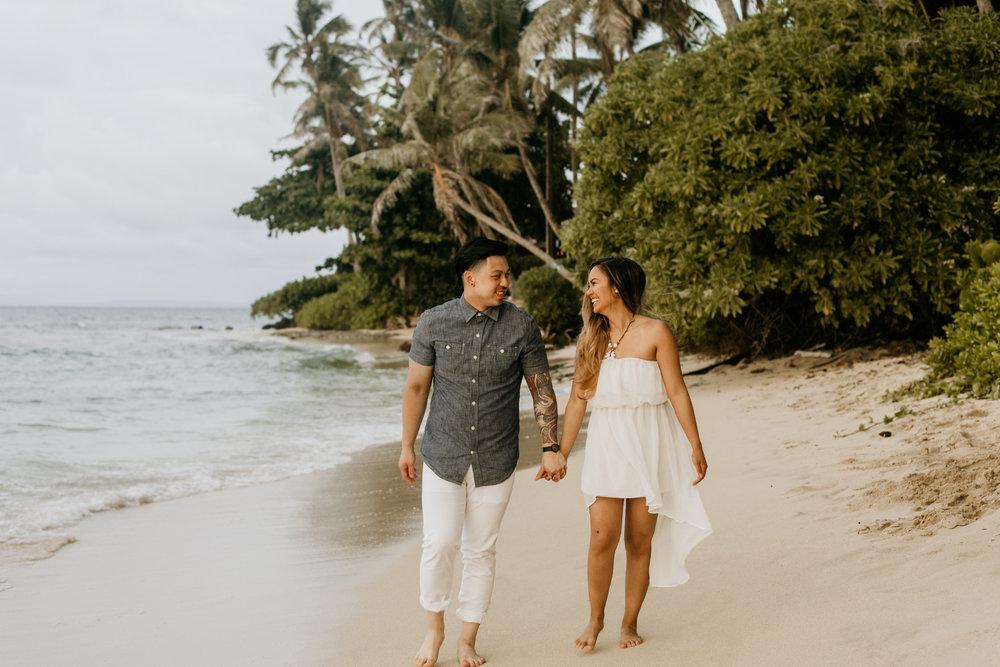Oahu hawaii engagement photos-14.jpg
