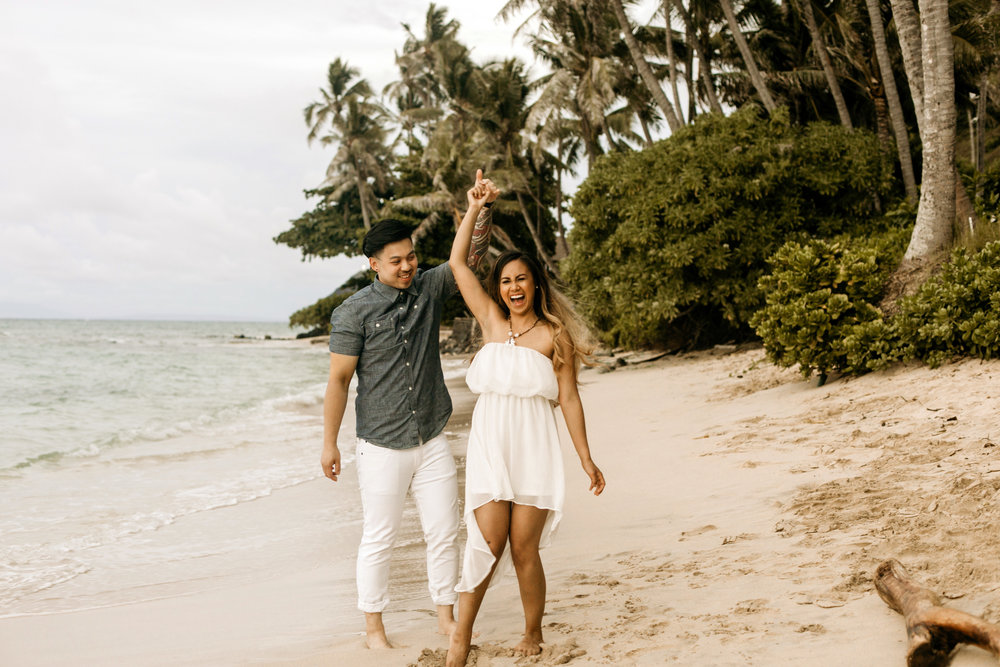 Oahu hawaii engagement photos-40.jpg