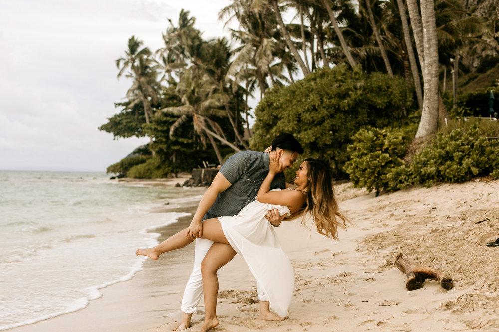 Oahu hawaii engagement photos-44.jpg
