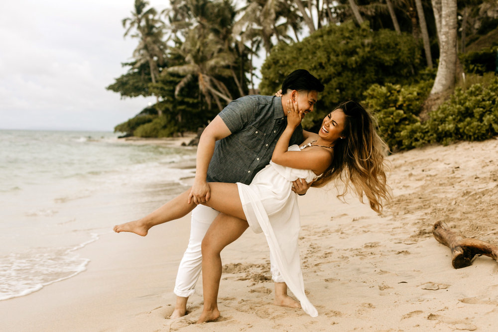 Oahu hawaii engagement photos-46.jpg