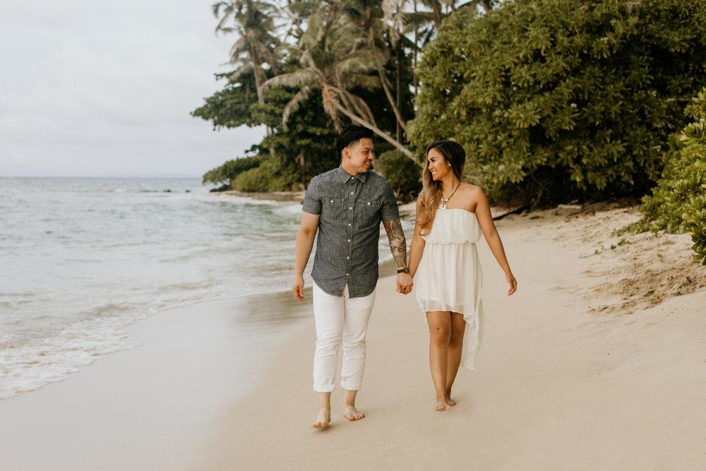 Oahu hawaii engagement photos15.jpg