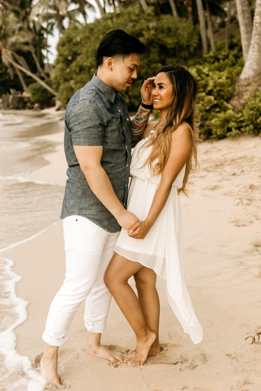 Oahu hawaii engagement photos34.jpg