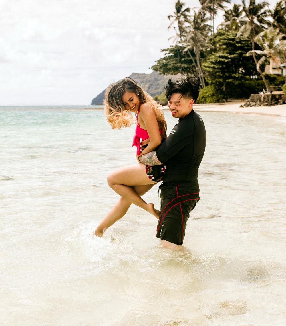 Oahu hawaii engagement photos201.jpg