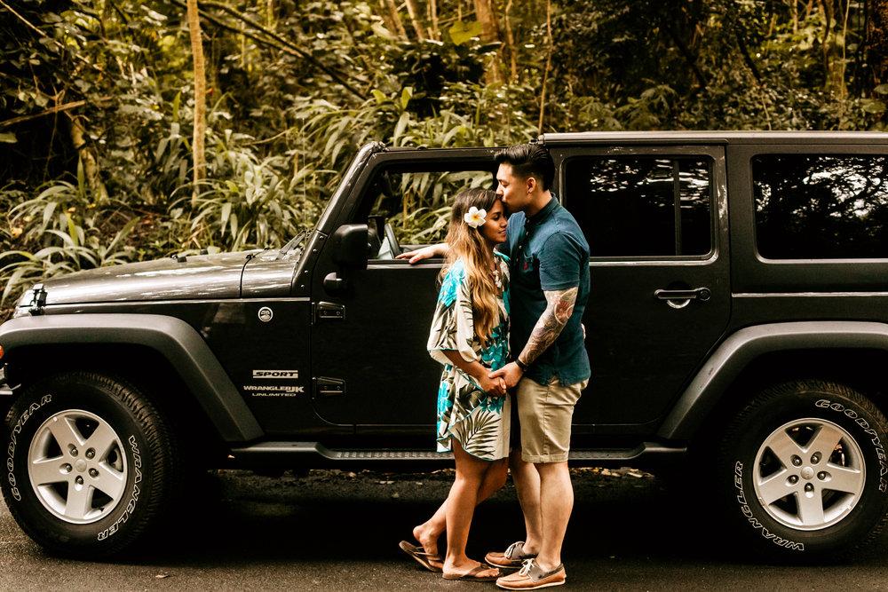 Oahu hawaii engagement photos-237.jpg