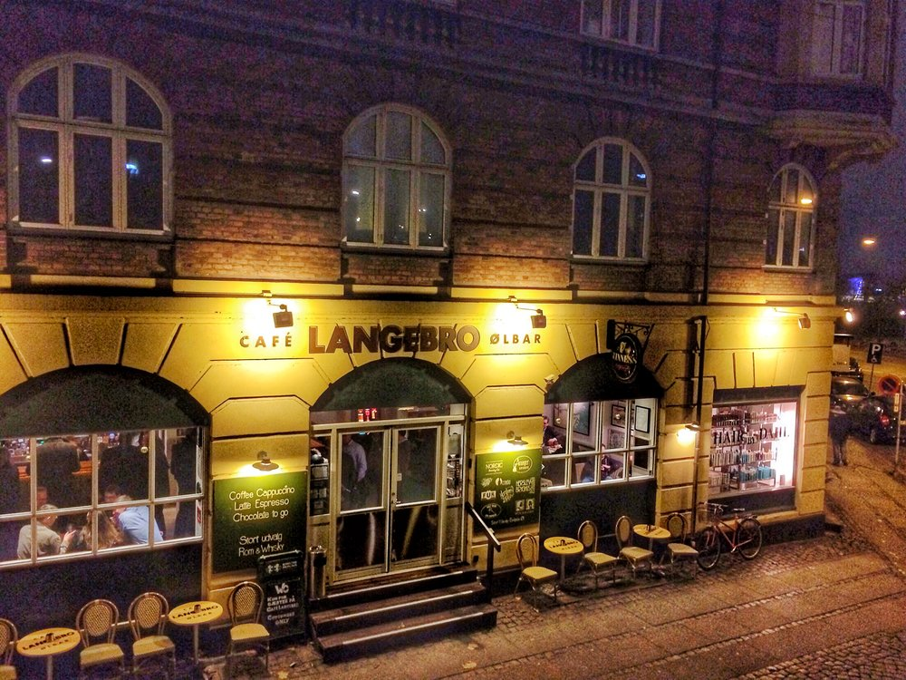 Cafe Langebro is  located  right under the Langebro bridge along Islands Brygge and the canal, Kobenhavns Havn.
