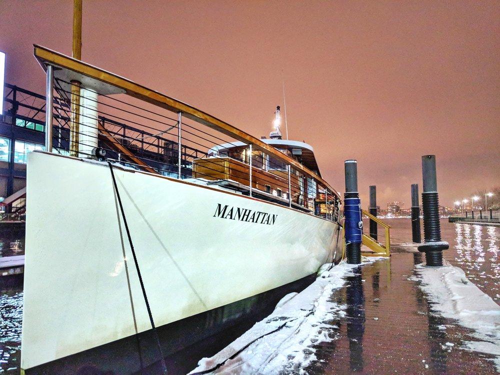 Classic-Harbor-Line-Manhattan-yacht.jpg