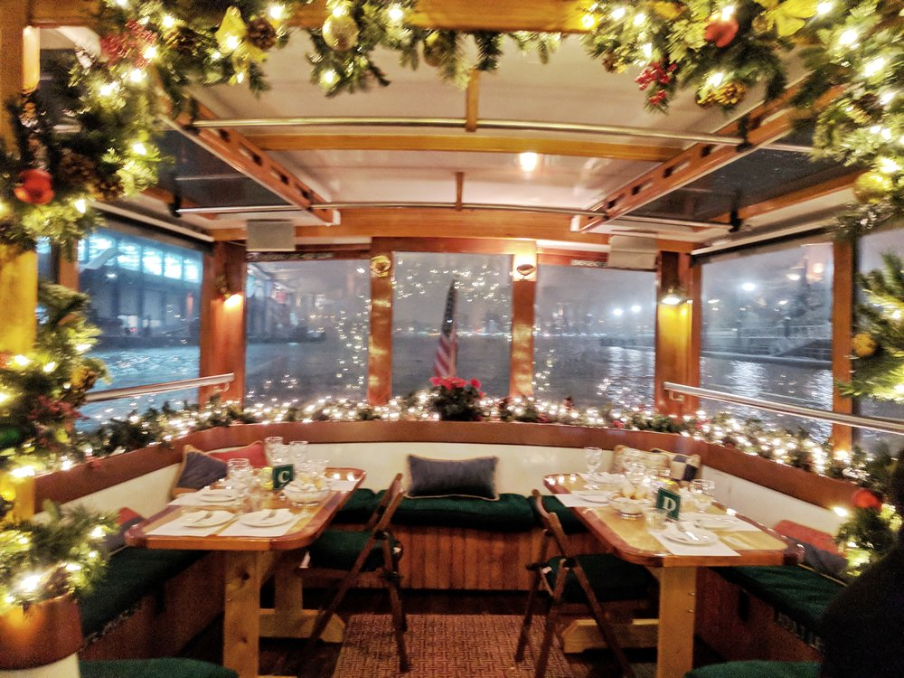 Classic-Harbor-Line-yacht-decorations.jpg