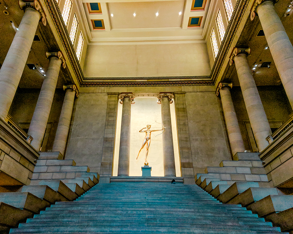 museum-dina-statue.jpg