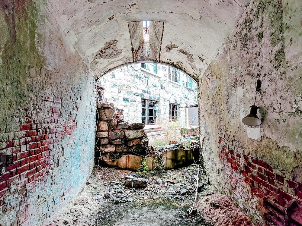 eastern-state-broken-room.jpg