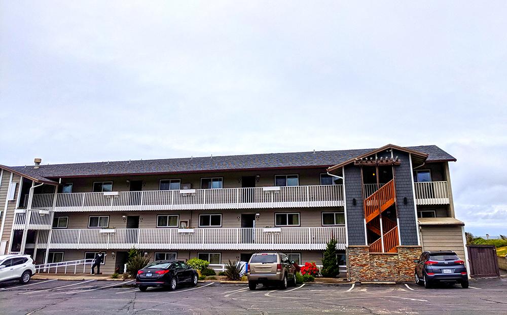 Coho-Oceanfront-Lodge-outside.jpg